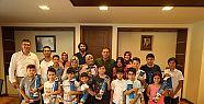 Satrançın Şampiyonları Başkan Demirci'yi...