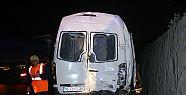 Taraftar minibüsü tırla çarpıştı:...