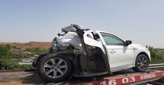 Tır otomobile çarptı: 2 yaralı