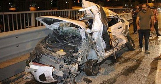 TIR Otomobilin Üstüne Devrildi: 3 Yaralı