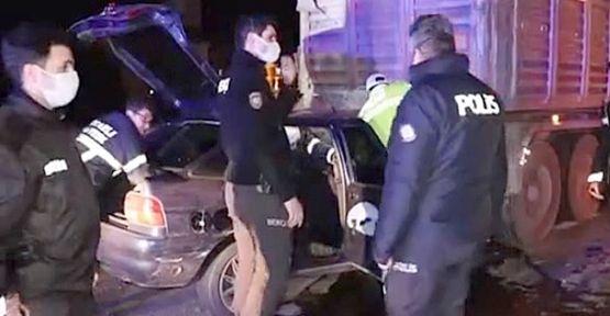 Tıra çarpan otomobilin sürücüsü hayatını kaybetti.