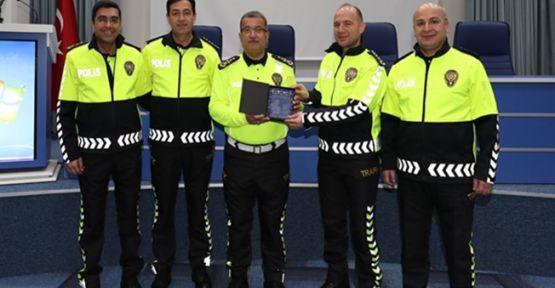 Trafik Polisi Yeni Kıyafetleri Tüm Türkiye'de Kullanılmaya Başlandı