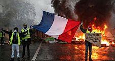 Yanıyosun Macron...Paristen Canlı Yayın