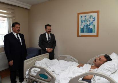 Vali Aksoy Şehidimizin Babasını Hastanede Ziyaret Etti