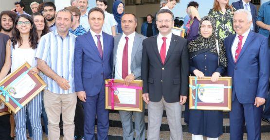 Vali Aksoy'dan Gebze Anibal Anadolu Lisesi'ne Teşekkür Belgesi