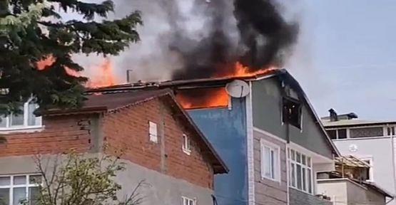 Yangında panikleyen mahalleli sokaklara döküldü!