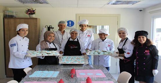 Yardım için kurabiye yaptılar