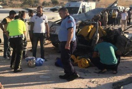 Yolcu minibüsü ile otomobil çarpıştı:3 Ölü 12 Yaralı