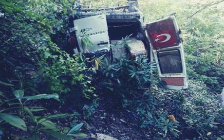 Yolcu Minibüsü Uçuruma Yuvarlandı :5 ölü 6 yaralı