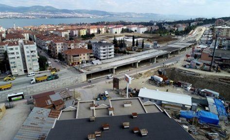 Yüzbaşılar Köprülü Kavşağı'nda tabliye betonu dökülüyor