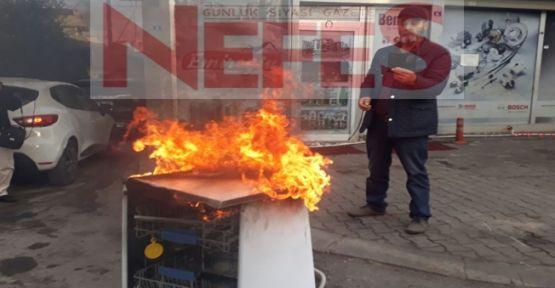 Arızası giderilemeyen makinasını ateşe verdi