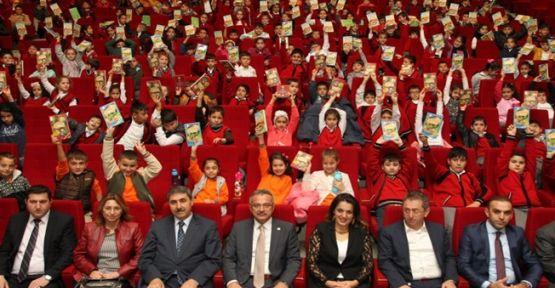 Başkan Amcalarından Çocuklara Hediye Binlerce Kitap