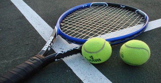 Hangi Dünyaca Ünlü Tenisci İsviçre'de Yok ?
