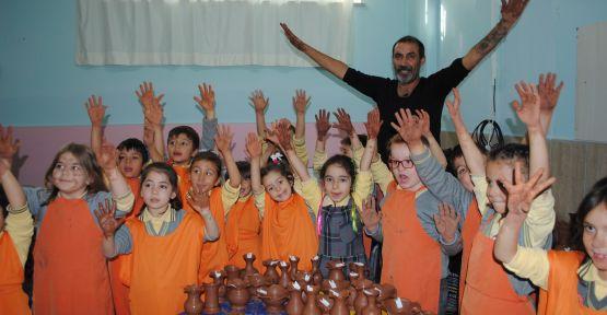 Kroman'da Öğrencilere Uygulamalı Çömlek Eğitimi