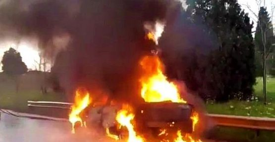 Seyir halindeki araç alev alev yandı!