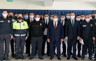 Kaymakam Güler'den başarılı Polislere ödül