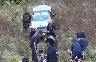 Şarampole uçan araçtaki baba ve oğlu yaralandı!