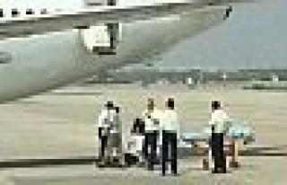 Çin'de Hostes Uçaktan Mı Düştü ?
