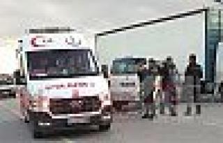Freni boşalan tır park halindeki araçlara çarptı