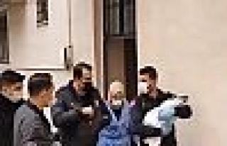 Gebze'de apartman önüne bırakılmış erkek bebek...