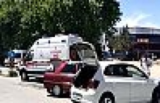 İki otomobil kavşakta çarpıştı!