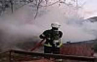 İzmit'te kömürlük yangını korkuttu