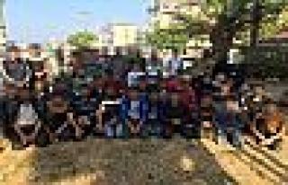 Kocaeli'de bir minibüsten 50 kaçak göçmen çıktı!