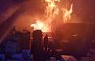 Kocaeli'de geri dönüşüm fabrikasında yangın