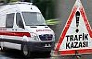 Otomobil kayganlaşan yolda tıra çarptı: 1 ölü