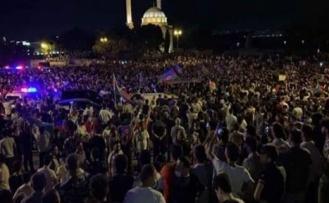 Azerbaycan halkı seferberlik talebiyle sokaklara döküldü!