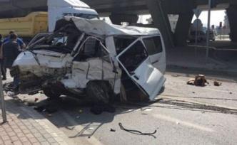 Minibüs hurdaya döndü: 1 ölü
