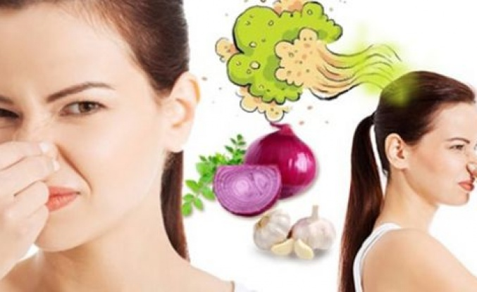 Ağızdaki Sarımsak ve Soğan Kokusundan Kurtulmanın 9 Yolu