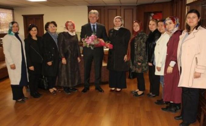 AK Parti Gölcük İlçe Kadın Kolları yönetiminden Başkan Ellibeş'e ziyaret