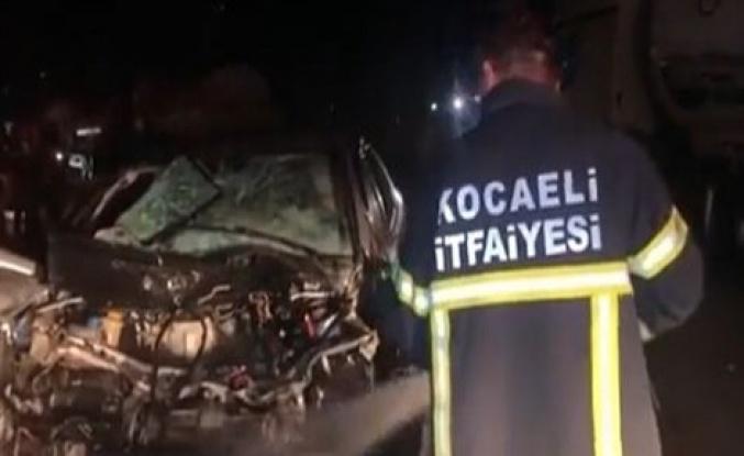 Feci kaza! Park halindeki tankere çarpan araçtaki 3 kişi yaralandı!